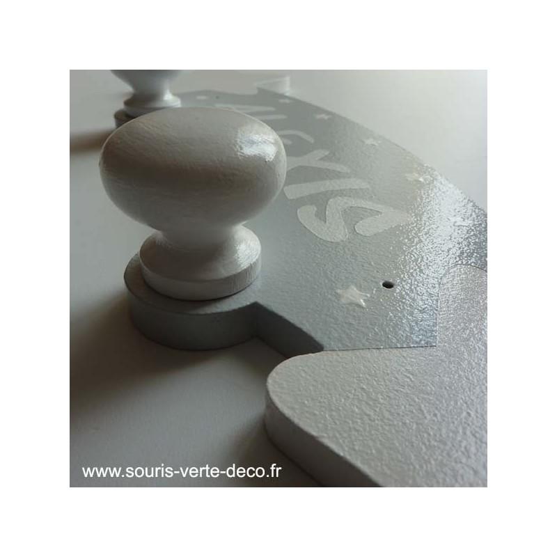Portemanteau mural pr nom personnalisable toiles gris et - Deco chambre bebe gris et blanc ...
